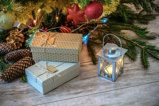 Julegaver under juletreet